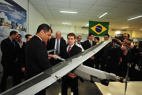 rafael_correa_flighttech_capucho1